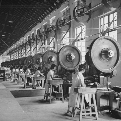 carl-mydans-factory-workers-working-in-the-government-owned-opium-packing-plant